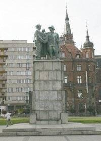 Памятник советско-польской дружбы в Легнице